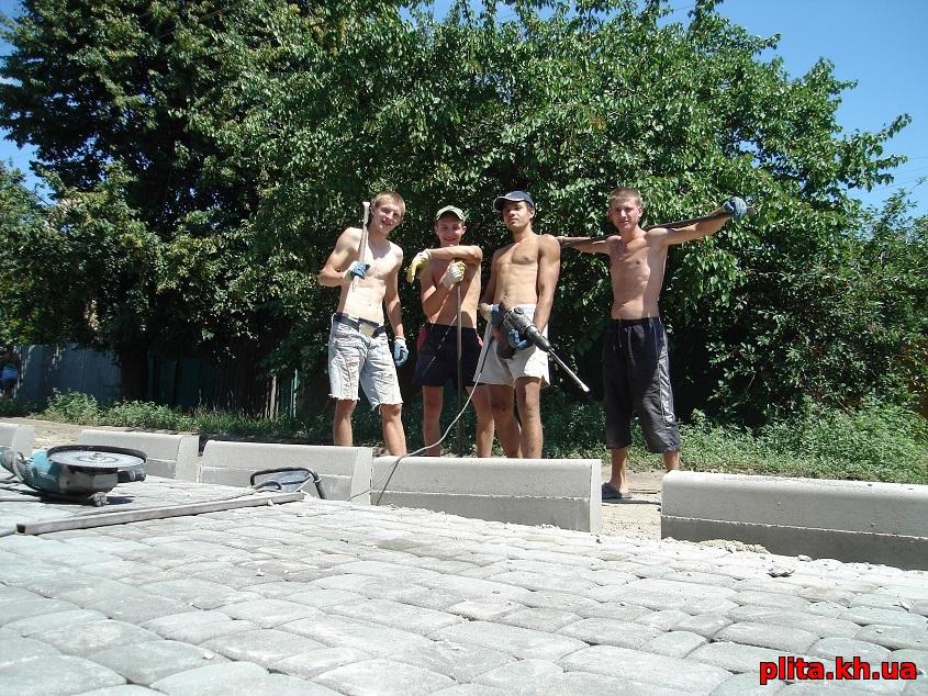 бригада по укладке тротуарной плитки